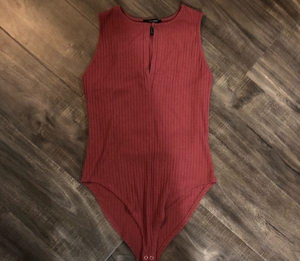 Forever 21 Pink Ribbed Keyhole Front Sleeveless Bodysuit – Size M